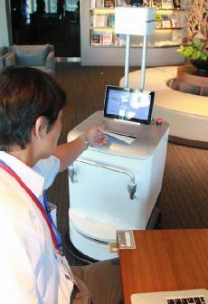 DataMaster : Fuji Xerox teste le robot imprimante... pour livrer les impressions jusqu'à votre bureau !